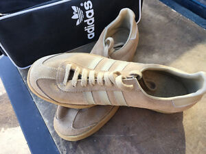 ONE NEW PAIR OF ADIDAS SUEDE RUNNERS