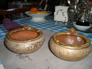 Pair of ceramic ashtray
