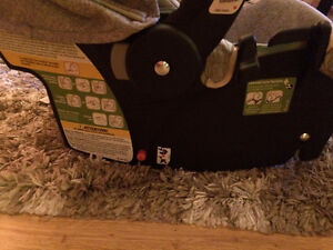 Selling safety1st stroller, carseat and base Windsor Region Ontario image 8