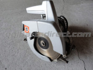BLACK AND DECKER ELECTRIC CIRCULAR SAW WITH BLADE (VGC)
