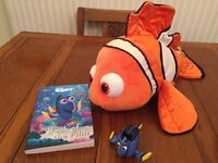 Finding dory gift set, book Disney store nemo and Dory