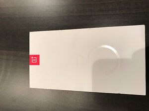 BRAND NEW  UNLOCKED 64GB ONEPLUS 3T, NOT BEEN USED ONCE.