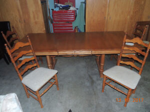 Roxton Maple Table And Chairs