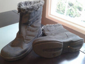 Girls or boys Winter Boots, never worn