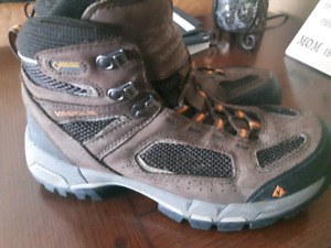 Mens Hiking Boots size 9.5