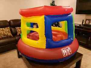 Inflatable jumping play area
