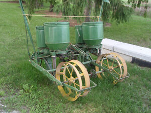 JOHN DEERE 2 ROW CORN PLANTER