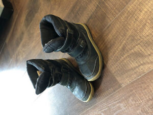 Rubber boots size 13