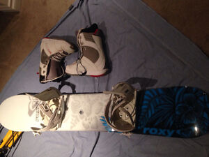 Snowboard barely used !!! Looks new