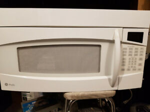 White Under Cabinet Microwave