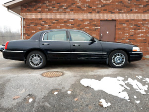 2009 lincoln town car black interior 81000kms.well maintained.