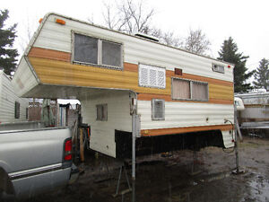 FULL SIZE TRUCK CAMPER NEEDS CLEANING & WORK