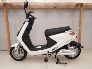 ELECTRIC SCOOTER MODEL 8 - IN-STORE ONLY