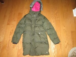 Columbia omnishield Size 7-8 jacket - small tear on the arm
