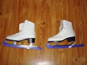 Women's Size 6 Figure Skates (With Skate Guards)