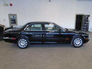 2004 JAGUAR XJ8 LUXURY SEDAN! ONLY 118,000KMS! ONLY $9,900!!!!