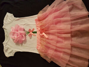 Never worn skirt and 3D top for 4t.