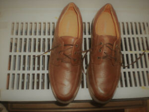 BROWN LEATHER LACED UP DRESS SHOES