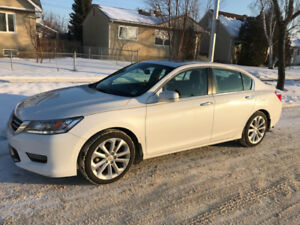 Honda Accord Touring - Navi, Sunroof, Remote Start- Mint Shape