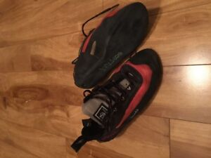Climbing Shoes (Women's 7.5) - Evolv Bandit. Perfect Condition