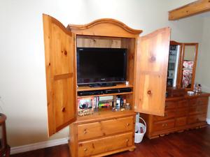 Beautiful custom made Pine King Size Bedroom suite.