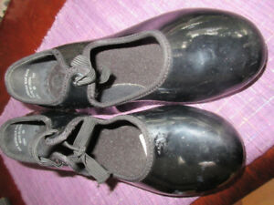 GIrls Size 12.5 M Black Patent Leather Tap Shoes