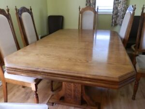 Dinning Room Table & ChairsT