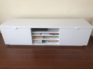*********URGENT TV STAND TO SELL*********