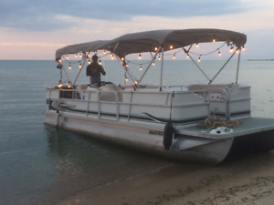USED PONTOON BOAT