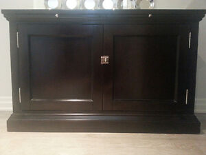 Serving cabinet with mirrored top