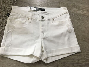 NEW Rock and Republic white shorts - women's size 6