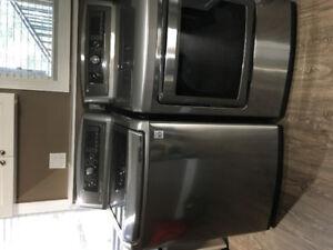 Beautiful newer LG washer /dryer set