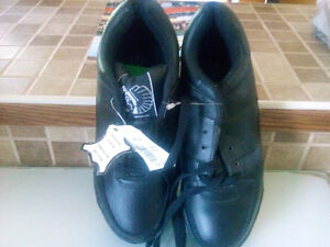 black steel toed shoes Regina Regina Area image 2