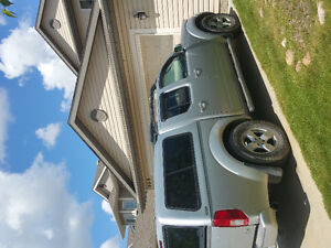 2005 Nissan Frontier LE Pickup Truck with Canopy