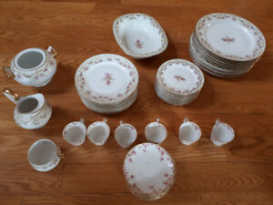 LIMOGES FRANCE Gold Gilt Bows Daisies - set for 8 with extras