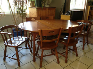 Solid Krug Maple Dining Table and Chairs Set