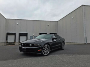 Ford Mustang GT 2010 ** V8, bas km, mags, cuir ++ **