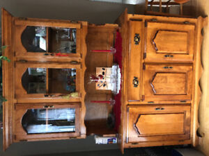Solid maple dining table, 4 chairs and 2 piece hutch