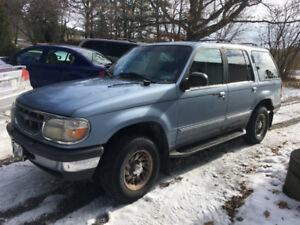 1998 Ford Explorer XLT (very clean) REDUCED