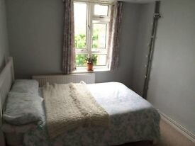 Large Double Room in 2bed flat - Zone 2/Kentish Town (£820p/m + bills)
