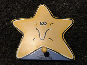 Crochet en forme d'étoile en bois