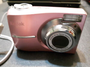 Two Good Condition Cameras (Comes with Case) $28,29