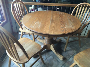 Solid oak kitchen table & 4 chairs