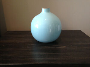 Lucan - (SOLD PPU) Baby Blue Decorative Round Vase London Ontario image 2