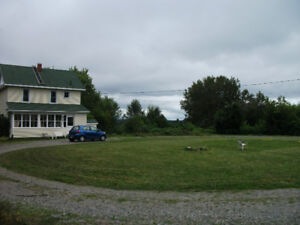 FARM HOUSE on ~2 acres in HAILEYBURY Private