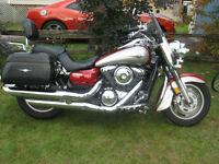 Belle moto rouge et grise