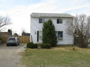 COZY HOME WITH LG FENCED YARD IN ELLIOT LAKE !!!