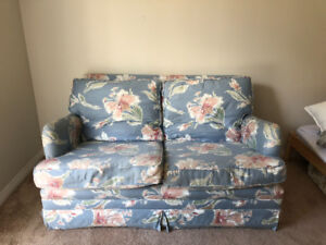 FREE FLORAL BLUE COUCH - can deliver!