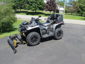 2015 Can-am Outlander Max low low km's, includes factory plow