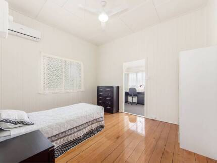 Great air-conditioned furnished room in renovated Queenslander
